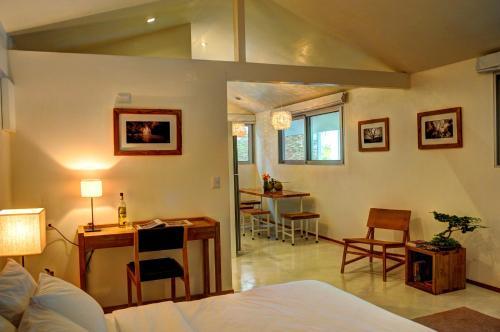 Moana Surf Resort