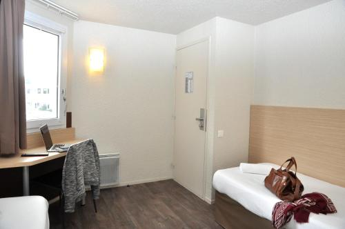 b hotel caen mondeville 2 mondeville. Black Bedroom Furniture Sets. Home Design Ideas