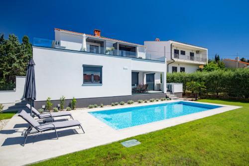 Отель Bonifacic Apartments 4 звезды Хорватия