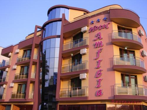 Hotel Amfibia front view