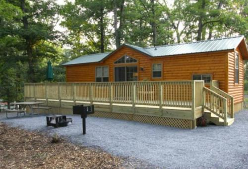 Lakeland RV Campground Cottage 17