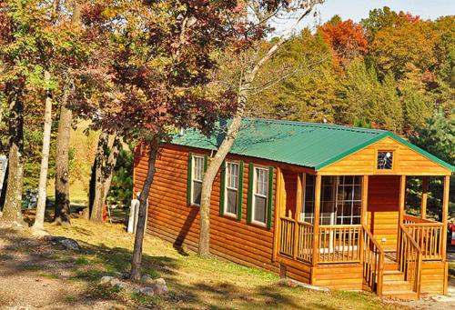 Arrowhead Camping Resort Deluxe Cabin 9