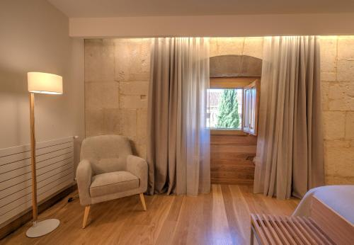 Superior Double Room with Free Parking Hotel Real Colegiata San Isidoro 19