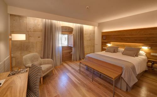 Superior Double Room with Free Parking Hotel Real Colegiata San Isidoro 5