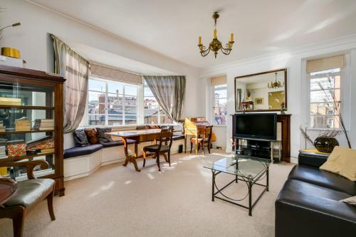 Exclusive Knightsbridge Apartment