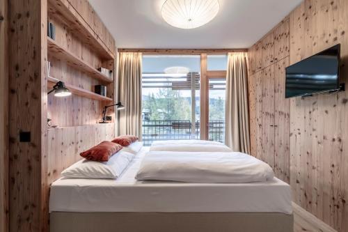 a nidum casual luxury hotel seefeld in tirol austria online reservation. Black Bedroom Furniture Sets. Home Design Ideas