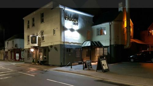 The Falcon Inn, Nr Stratford Upon Avon