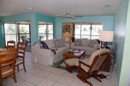 Best Price On Kona Beach Club 308 Apartment In Fort Myers Fl
