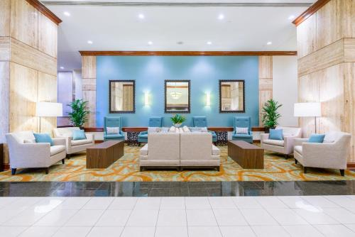 Book Now Doubletree By Hilton Philadelphia Airport (Philadelphia, United States). Rooms Available for all budgets. A complimentary airport shuttle, heated indoor pool and rooms with high-tech amenities like free Wi-Fi make DoubleTree by Hilton Philadelphia Airport a popular choice among ou