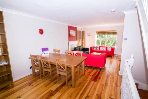 Apartment Wharf- Milligan Street Holiday Home