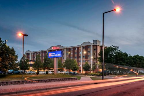 Holiday inn express hotel suites minneapolis airport for Ikea hours minneapolis