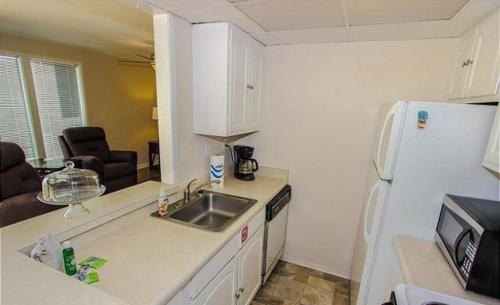 One-Bedroom Apartment Gulf Shore Condo 775