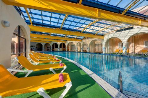 Paradise Bay Hotel, Marfa, Malta Overview | priceline.com
