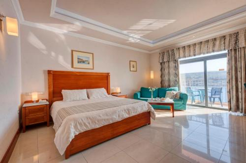 Paradise Bay HotelRoom Photo