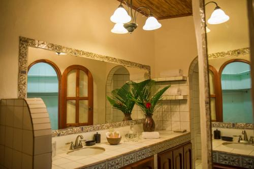 Casa lucia boutique suites granada granada rentbyowner for Casa relax granada