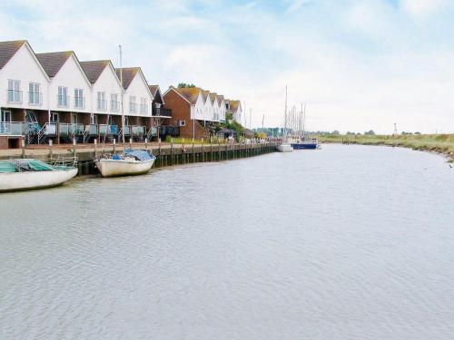 11 The Boathouse