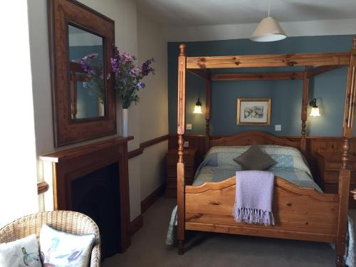 Four Poster Double Room with River View