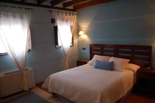 Doppelzimmer mit Hydromassage-Badewanne La Casona de Revolgo 8