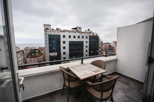 غرفة مزدوجة مطلة على البحر مع شرفة (Double Room with Sea View and Balcony)