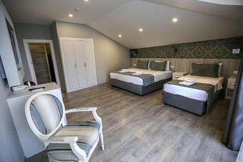 غرفة ثلاثية بشرفة مطلة على البحر (Triple Room with Sea View and Balcony)