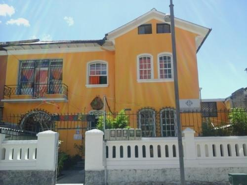 HotelResidencias Casa Amarilla