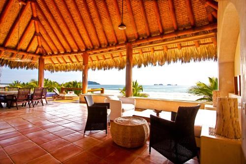 A las palmas beachfront villas hotel for Hotel villas las palmas texcoco