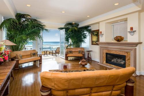 Huntington Beach Oceanfront 114375-24442