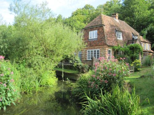 Tilford Mill Cottage hotel in Farnham