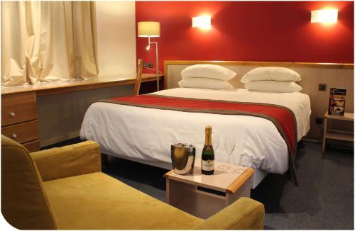 Отель Hotel Du Commerce Spa 3 звезды Франция