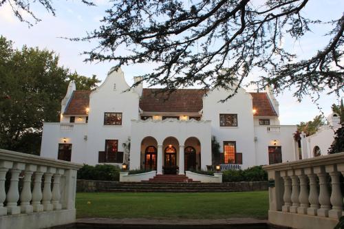 Le jardin luxury villa r servez en ligne bed for Jardin hormiguita viajera villa bosch