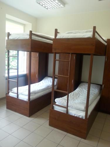 Economy Room with 6 Bunk Beds and shared Bathroom