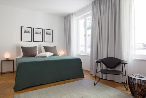 august the boardinghouse hamburg. Black Bedroom Furniture Sets. Home Design Ideas