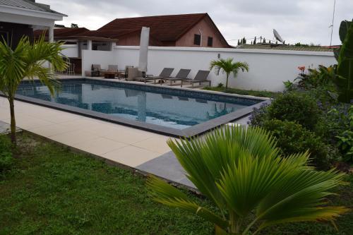 La Karavia, Libreville