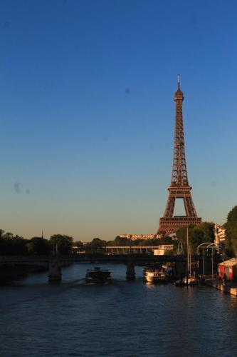 Lovely Apt Eiffel Tower