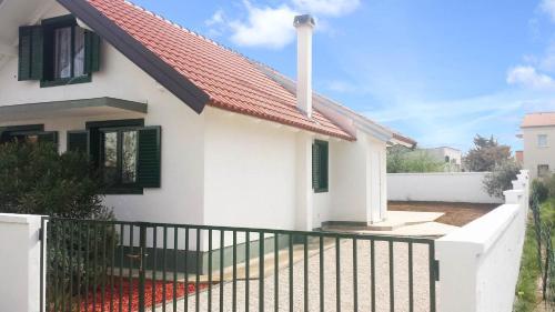 Three-Bedroom House in Nin I