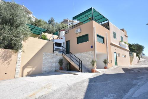 Two-Bedroom Apartment in Vinisce I