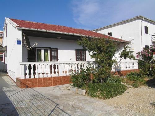 Apartment in Pag with Three-Bedrooms 4