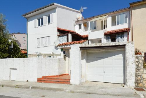 Two-Bedroom Apartment Pula near Sea 1