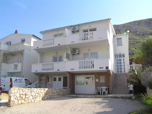 Apartment in Pag with One-Bedroom 2