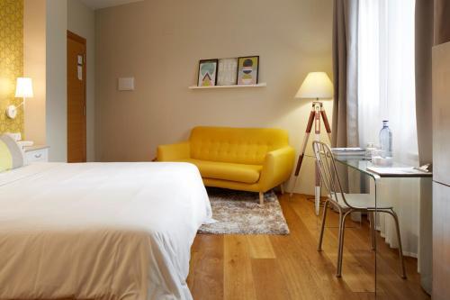 Doppel- oder Zweibettzimmer – Erdgeschoss mit Bergblick Hotel San Prudentzio 1