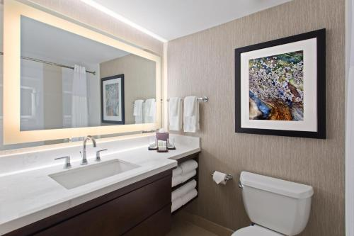 One-Bedroom Premium King Suite - Disability Hearing