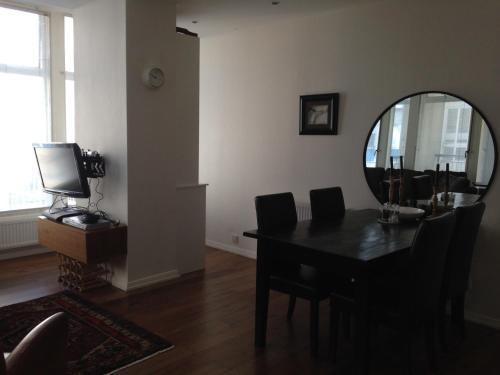 70m2 Central London 2 bedroom home & gym