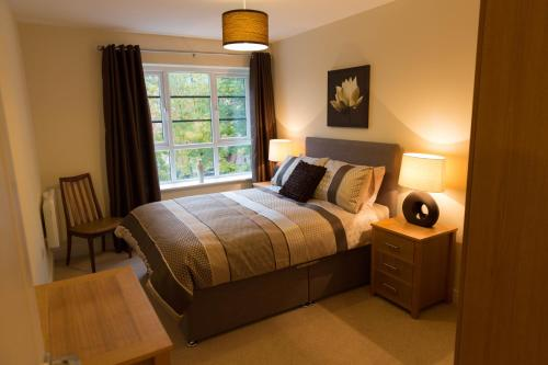 Seek And Sleep-Wallis Square Serviced Apartments hotel in Farnborough