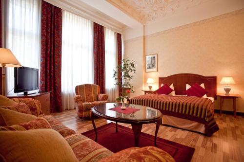 Kult-Hotel Auberge photo 17