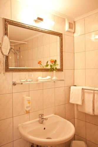 Kult-Hotel Auberge photo 49