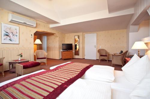 Kult-Hotel Auberge photo 54