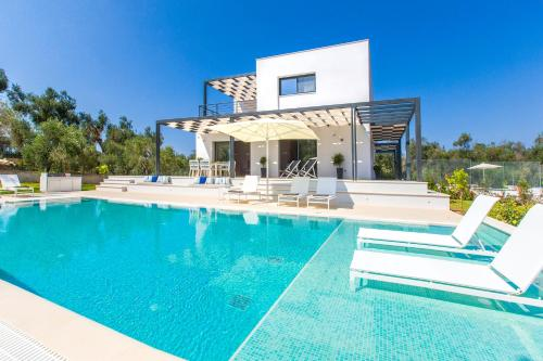 Hotels in corfu ionian islands for Villas in uk with swimming pool