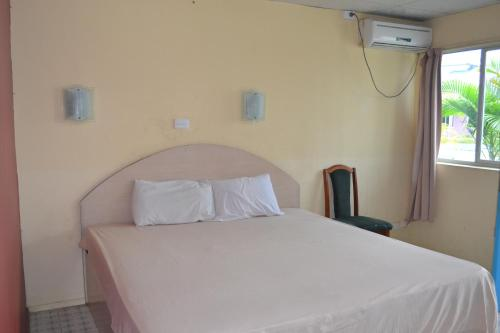 Standard Queen Room with Air Conditioning