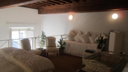 Ponte Vecchio Elegant Loft
