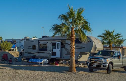 Patio RV SITE ONLY (Full Hook Up)